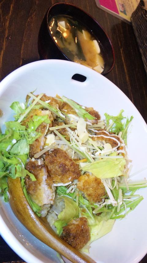 金魚玉珈琲のカツサラダ丼♪